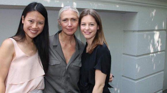 Das Designerinnen-Duo mit Christiane Arp von der Vogue (Mitte).