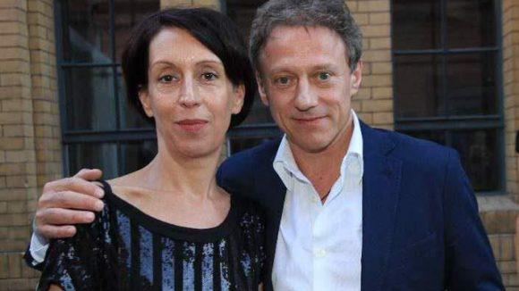 Schauspieler Axel Pape mit seiner Freundin, der Kostümbildnerin Gioia Raspé.