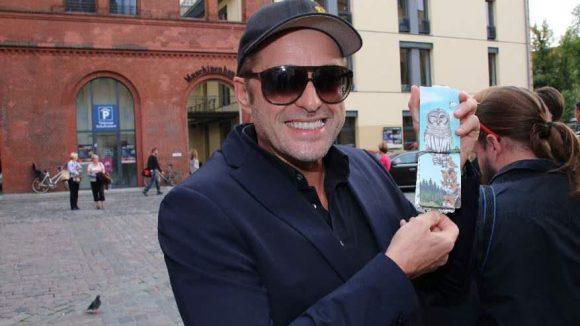 """Zeig uns deine Kaugumi-Verpackung und ich sag dir, wer du bist: Schauspieler Bruno Eyron (""""Balko"""")."""