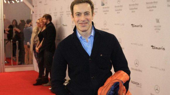 """Mode aus München bei der Holy Ghost Fashion Show. Zu den Gästen zählte Gedeon Burkhard (""""Kommissar Rex"""")."""