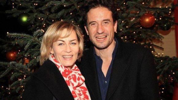 """Trafen sich unterm Weihnachtsbaum: Gesine Cukrowski (""""SOKO 5113"""") und Oliver Mommsen (""""Komasaufen"""") - beide waren mit ihren Familien da."""