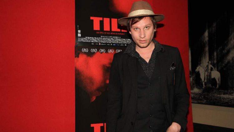 "Schauspieler Robert Stadlober erschien bei der ""Tilt""-Premiere wie ein junger Indiana Jones."