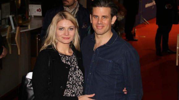 """Schauspieler Steffen Groth (""""Dating Daisy"""") brachte Ana Grosse mit."""