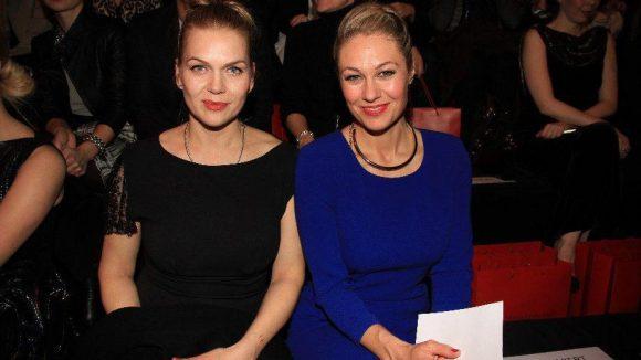 Schauspielerin Anna Loos (links) mit Moderatorin Ruth Moschner.