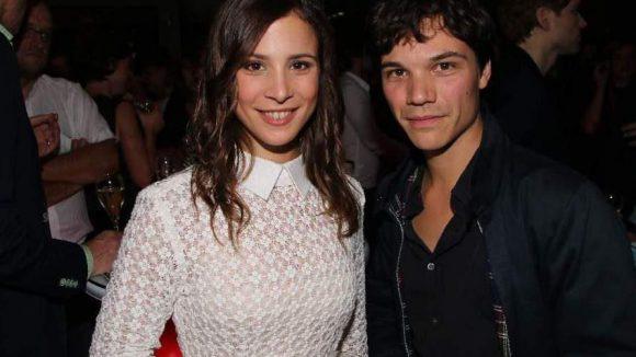 """Ein süßes Paar eigentlich: die Schauspieler Aylin Tezel (""""Am Himmel der Tag"""") und Sebastian Urzendowsky, der in """"The Way Back"""" schon neben Colin Farrell zu sehen war."""