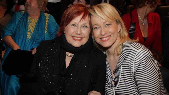 Schauspielerin Brigitte Grothum mit Tochter Debora Weigert, die in ihre Fußstapfen tritt.