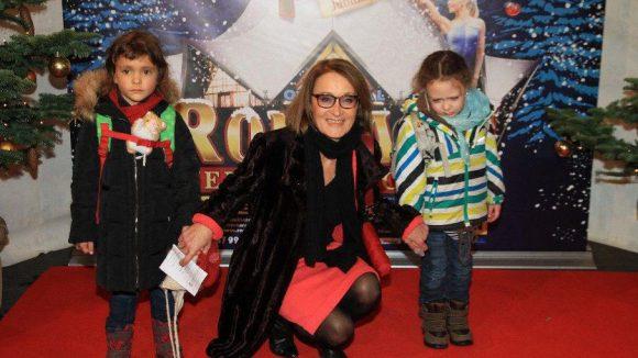 Schauspielerin Eleonore Weisgerber mit, äh, nicht ganz glücklichen Kindern.