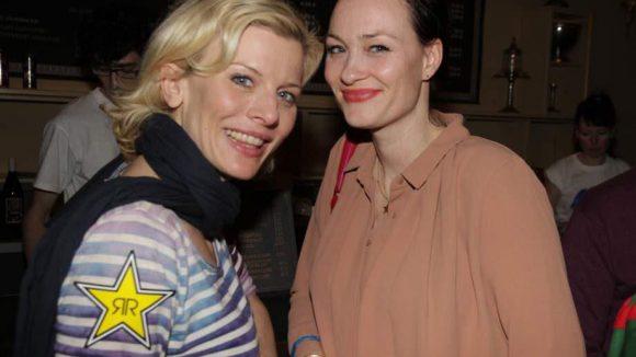 Schauspielerin Eva Habermann mit Sandy Kahrmann.