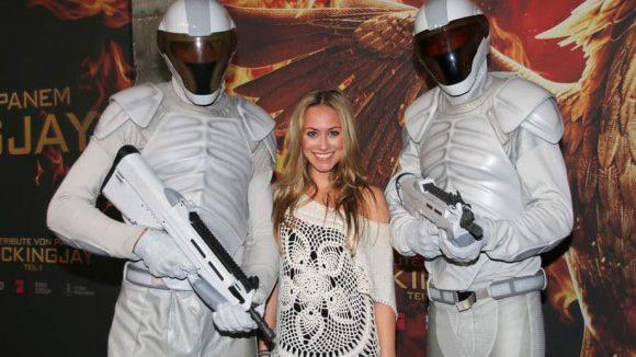 """... während Schauspielerin Sina Tkotsch (""""Alarm für Cobra 11"""") freundlich behandelt wurde ..."""