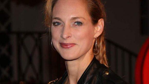 Sophie von Kessel spielt Annette, eine in Westdeutschland aufgewachsene Ingenieurin am Fraunhofer-Institut, die mit ihrem Team vor der großen Aufgabe der Rekonstruktion von Millionen zerrissener Stasiakten steht.