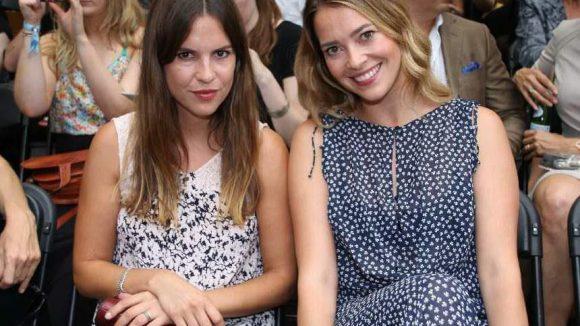 """In der Front Row saßen die Schauspielerinnen Birthe Wolter (""""Tatort"""", l.) und Laura Osswald (""""Verliebt in Berlin"""")."""