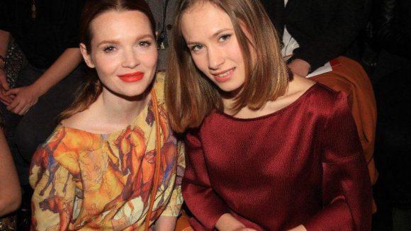 Kilian Kerner zeigte seine Kollektion im Zelt. Mit dabei: die beiden hübschen Schauspielerinnen Karoline Herfurth (links) und Alina Levshin.