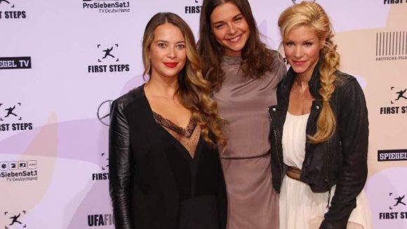 """Mädels-Trio und Schauspielerinnen unter sich: Laura Osswald (""""Der Knastarzt"""", l.), Susan Hoecke (""""Vaterfreuden"""") und Nina Gnädig (""""Die Bergretter"""")."""