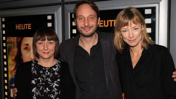 Regisseur mit Darstellerinnen des Films: Steffi Kühnert (l.) mit Marc Rensing und Jenny Schily.