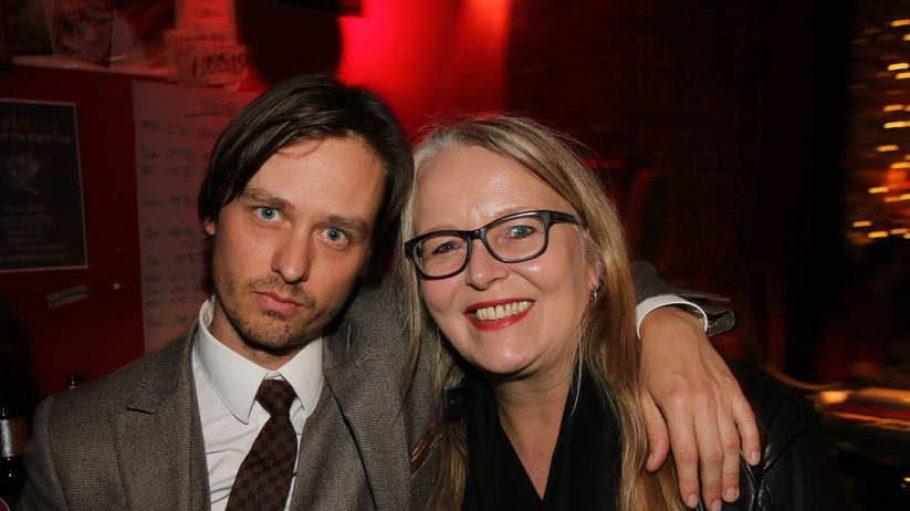 Hauptdarsteller Tom Schilling (spielt den 19-jährigen Robert, der die Schnauze voll hat von der Provinz und den Hippies in seinem Internat und nach West-Berlin flieht) mit Manuela Stehr (X Verleih-Chefin).