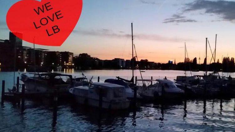 Also wenn das nicht romantisch ist: ein Sonnenuntergang am Wasser. We just love it.