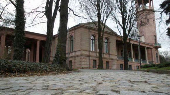 Die Turmvilla im Schlosspark Biesdorf soll endlich saniert werden. Dann wird aus einem Geschoss zwei.