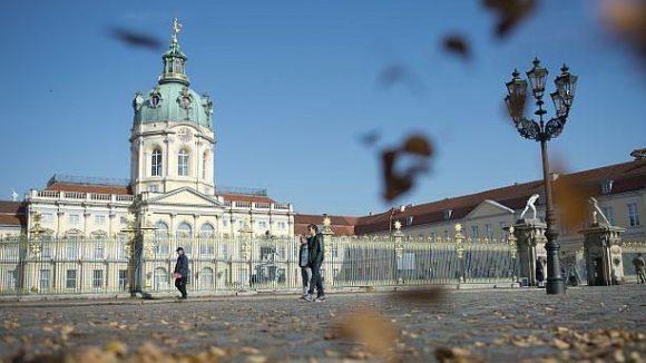 Der Herbst bringt auch die Schließung des Neuen Flügels im Schloss Charlottenburg mit sich. In den nächsten Jahren wird die gesamte Hülle des Schlosses saniert.