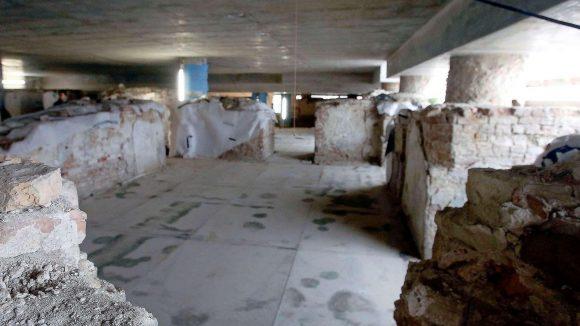 Schlosskammer. Unter dem Schloss lagen die Kammer des Schlosskommandanten, die Stube des Portiers, die Küche und später auch Heizungsräume.