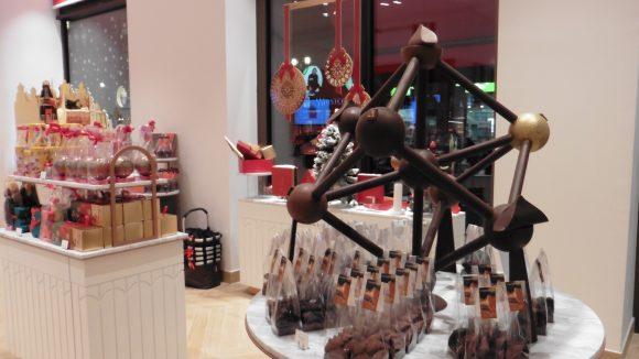 Im neuen Neuhaus Store steht das Brüssel'sche Atomium - ganz aus Schokolade.