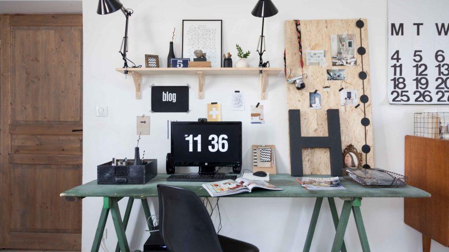 Schreibtisch im Vintage-Look mit Schreibtischstuhl