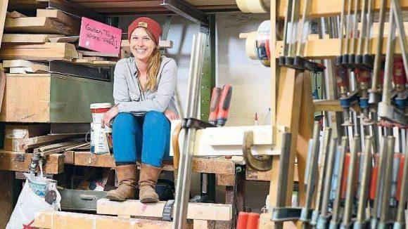 Schöner Schreinern. Quereinsteigerin Eva Wimmer schmiss ihren Job als PR-Beraterin und gestaltet nun Dinge aus Holz.