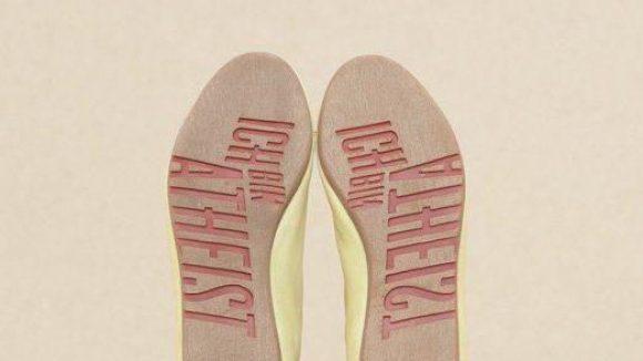 """Innovative Sohle: Neben dieser Variante gibt es noch die """"Darwin Loves""""-Schuhunterseite."""