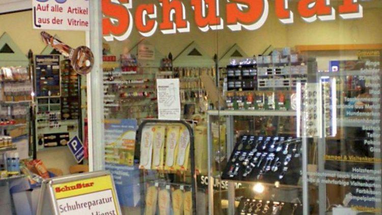 Das volle Angebot in der Schloßstraße: Schuhreparatur, Schlüssel, Stempel und Gravuren.