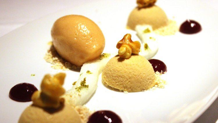 Dessert im Restaurant Le Faubourg: Popcornmousse mit Guaveneis und Limettenschaum.
