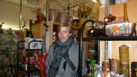 Besser als Mauerpark: Im Mini-Kaufhaus findet auch Ellrichs Frau, die Bühnenbildnerin ist, oftmals rare Stücke zu günstigen Preisen – vom Kristallglas bis hin zur neuen Kommode.