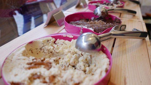 Süß oder salzig? Oder doch lieber vegan? Spooning bietet sechs Sorten Keksteig zum Naschen an.