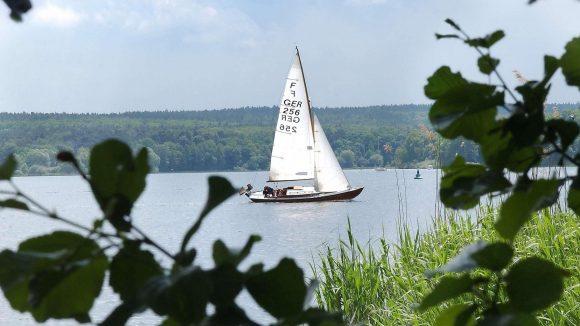 Am Wind: ein Segler auf der Havel.