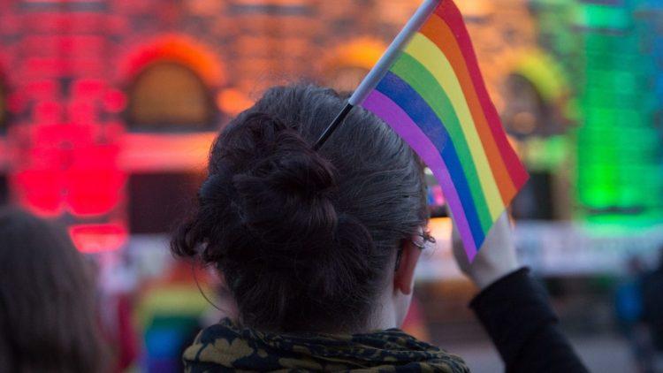 Sogar die Semperoper in Dresden leuchtete in der vergangenen Woche in Regenbogenfarben. Nur das Brandenburger Tor blieb düster.
