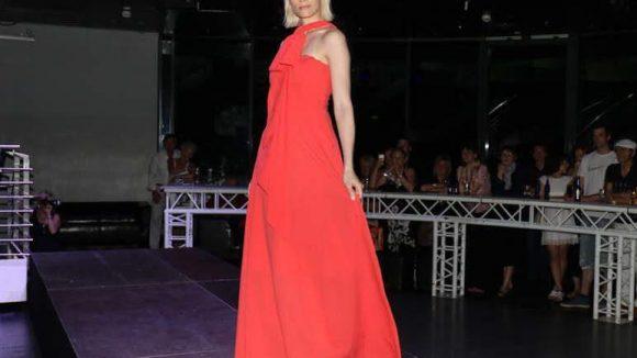 ... Model Jenny Baasner in Adulari ...