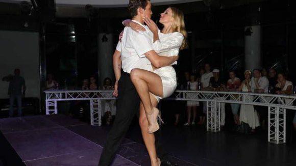 Kurzer Blick auf die Session 4 Fashion-Modenschau am Sonntag im E4. Es tanzten und posierten das Showtanzpaar Katja Kalugina und Dmitry Barov ...