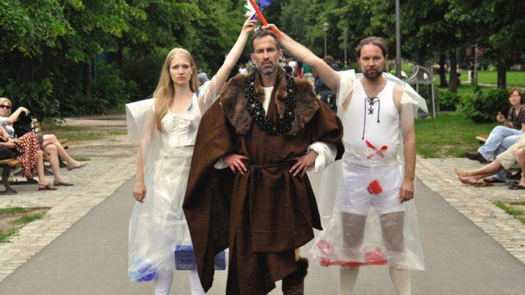 Utopie oder Verkaufsprodukt? Maren Menzel, Peter Priegann und Gianni von Weitershausen bringen Shakespear in den Görlitzer Park.