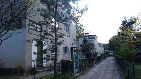 Häuser an der Heerstraße 645c bis 645h.