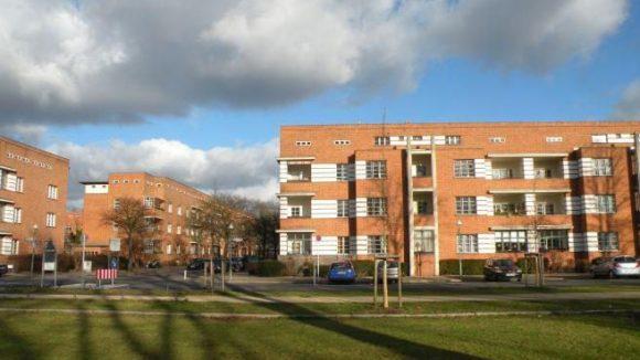 Die Siedlung Schillerpark im Wedding war das erste große Wohnprojekt von Bruno Taut. Ungewöhnlich und umstritten zur Zeit seiner Entstehung waren die Flachdächer.