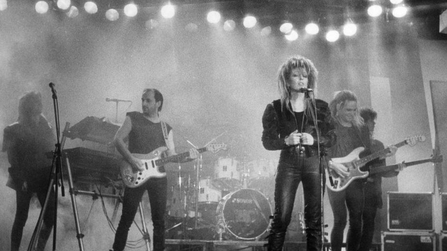 Die Berliner Rockgruppe Silly mit der 1996 verstorbenen Sängerin Tamara Danz bei einem Konzert.