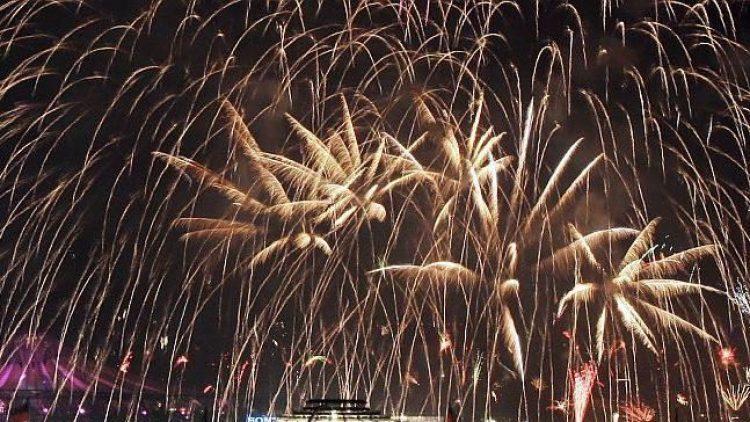 Silvester-Feuerwerk über Berlin - gefeiert wird an vielen Orten.