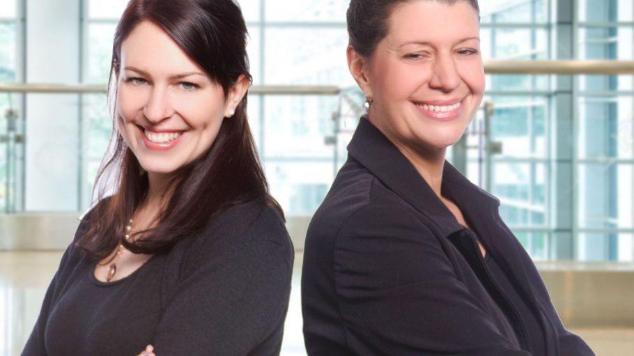 Sabrina Hezinger (links) undSandra Thumm (rechts) von schwangerinmeinerstadt.de sind für den Victress Digital Award 2016 nominiert.