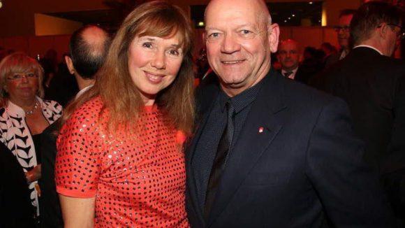 ... Botschaftergattin Maria Kotenev und Ex-Air Berlin-Chef Joachim Hunold ...