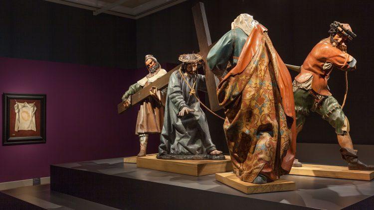 Diese brocken Figuren werden bis heute jährlich zur Osterzeit durch das spanische Städtchen Valledolid getragen.