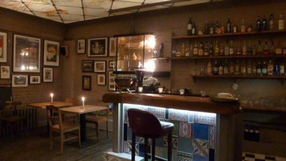 Das Sloppy Joe's ist eine neu eröffnete Bar in Mitte: Ihre Besitzer wollen mit einem innovativen Konzept einen Ort schaffen, an dem die Leute sich wohlfühlen.