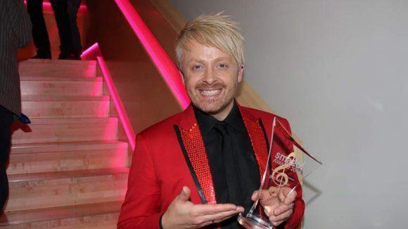 Los geht es mit dem smago! Award, der vom Online-Magazin für deutsche Musik seit 2011 an Schlagerstars des Jahres verliehen wird. Zu den Preisträgern gehören diesmal Sänger Ross Anthony ...