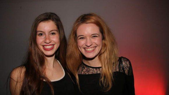 ... Moderatorin und ehemalige Miss-Kaiserslautern Sarah Lolagar und Schauspielerin Madeleine Krakor (rechts) ...