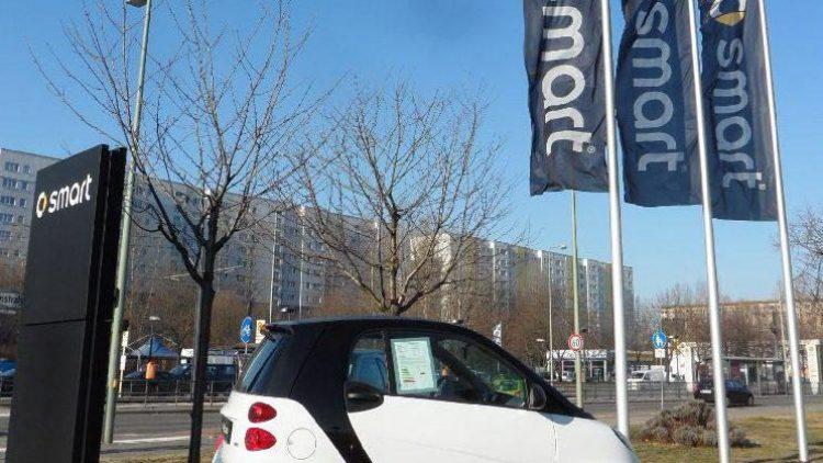 Der Smart ist klein, kompakt und dadurch in engen Parkhäusern mitunter praktisch.