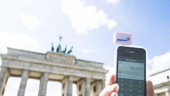 Facebook checken? Geld überweisen? Geht per Smartphone hoffentlich bald an zahlreichen Orten in der ganzen Stadt.