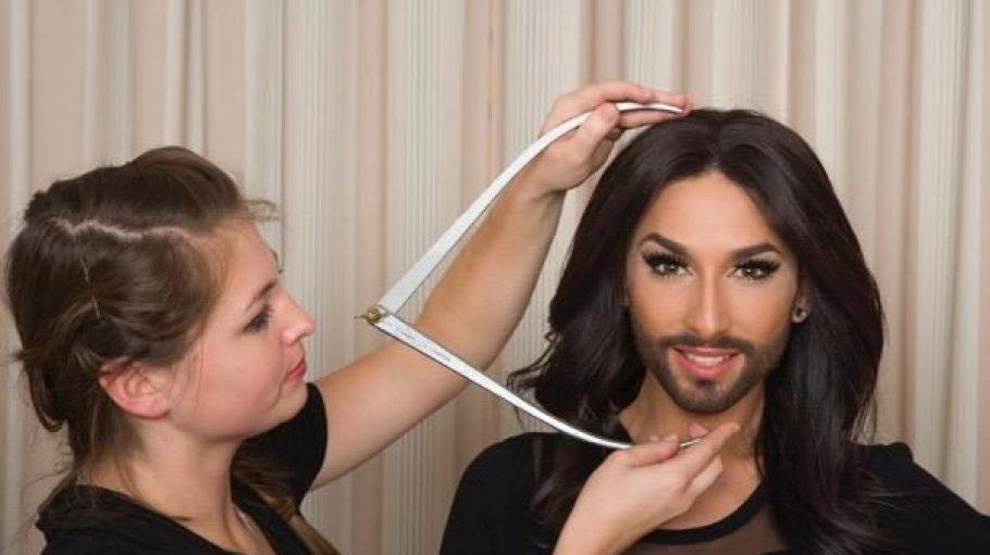 Kopfarbeit: Sängerin Conchita Wurst wird für ihre Wachsfigur vermessen.