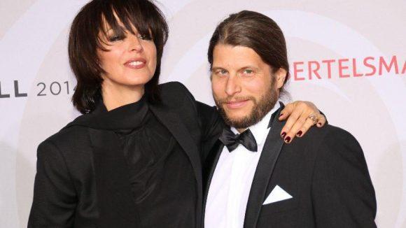 Sängerin Nena mit überlangem Pony kam mit ihrem Freund, Schlagzeuger Philipp Palm.